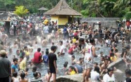 Di Tepi Cimandiri, Pemandian Air Panasbumi Cikundul Tak Pernah Sepi