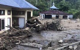 Perusahaan Panasbumi PT SEML Bagikan Bantuan Alat Kerja untuk Korban Banjir Solok Selatan