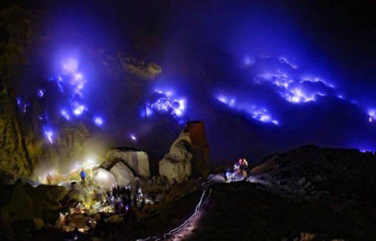 Kabar Baik untuk Pecinta Alam, Blue Fire di Kawah Gunung Ijen Bisa Disaksikan Kembali
