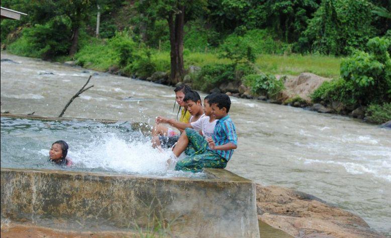 Pemandian Air Panas Bumi Juku Batu di Way Kanan, Suguhkan Sensasi Alam Perbukitan